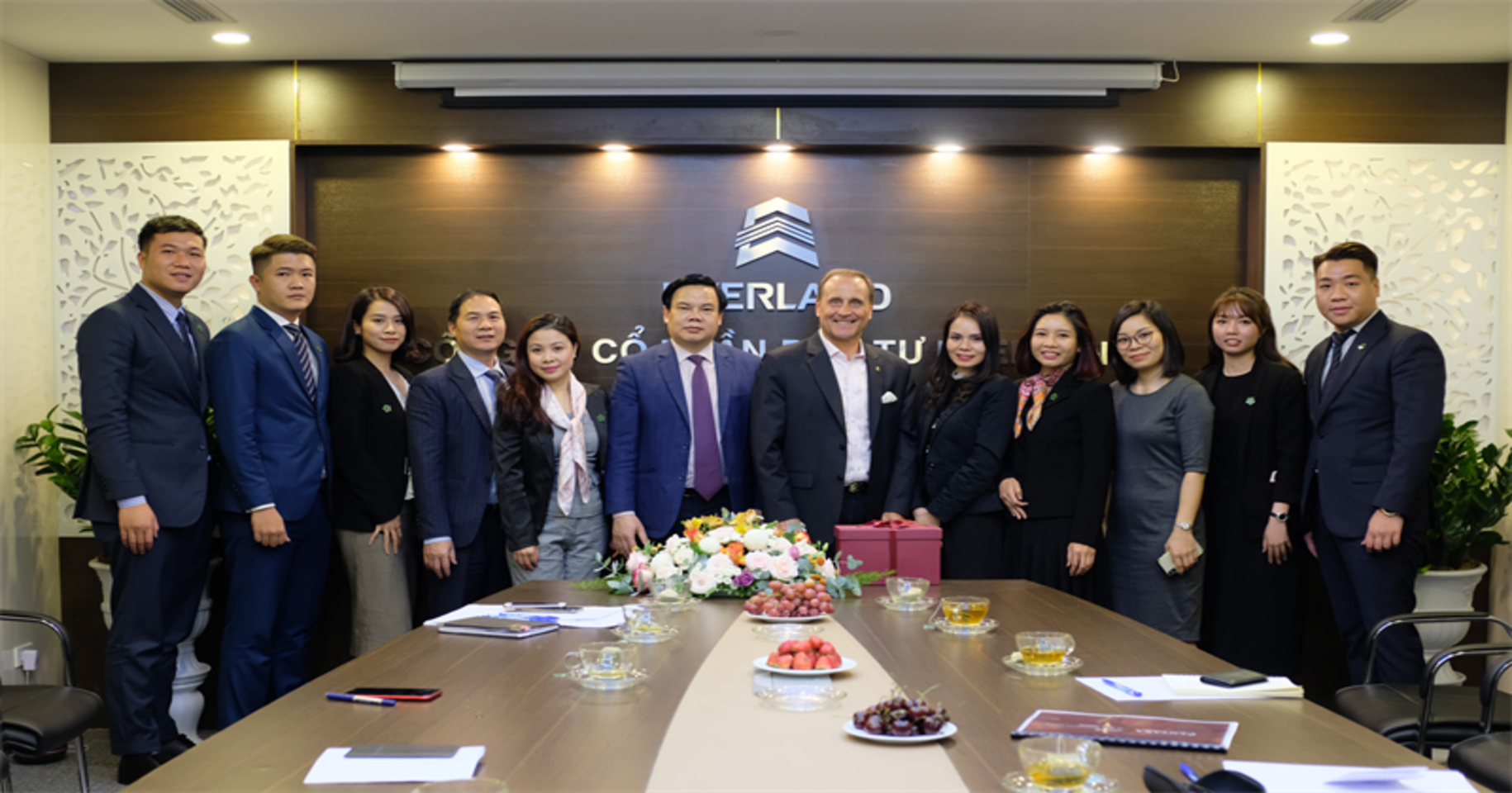 The Vice President in Charge Of Business Development Of Centara Hotels & Resorts Group Visited Everland Group's Head Office